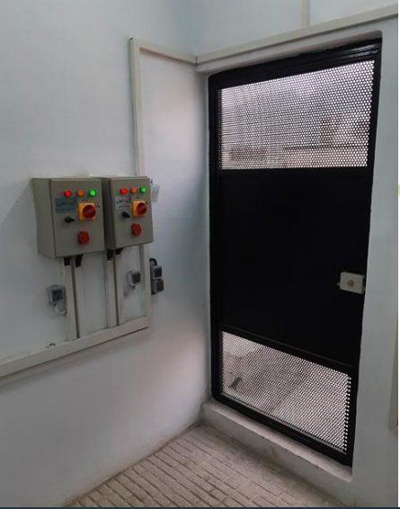 نصب تابلوبرق در نزدیکی درب موتورخانه